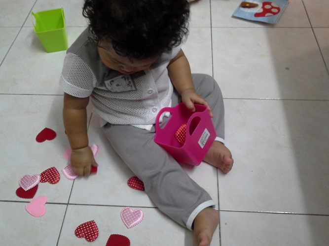 Toddler activity sorting 02